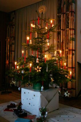 Weihnachtsbaum Tradition.Erinnerungen Im Netz Tradition Und Bescherung In Alt Bettenhausen